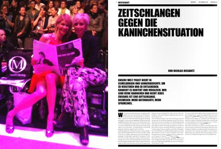 """Links: Traffic News-to-go auf der Fashion Week in Berlin; rechts: Artikel """"Zeitschlangen gegen die Kaninchensituation"""" von Dr. Nicolas Bissantz, erschienen in der Traffic News-to-go, Ausgabe 7/8 2010, Seite 8."""