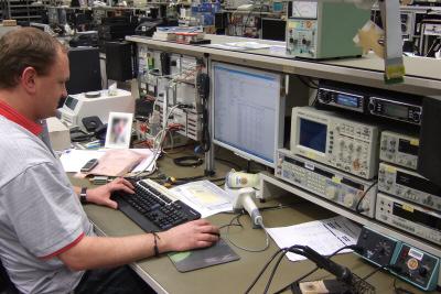 Operatives Business Intelligence: DeltaMaster an einem Reparaturarbeitsplatz.