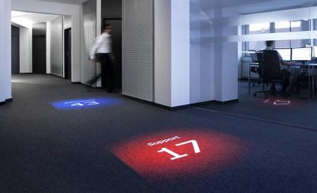 Boden-Projektion von Kennzahlen im Büro von Bissantz & Company in Nürnberg