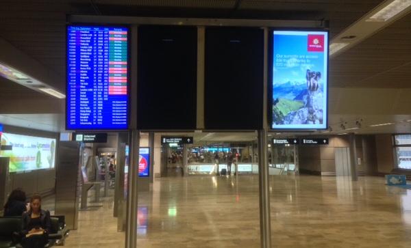 Informationstafeln am Flughafen Zürich.