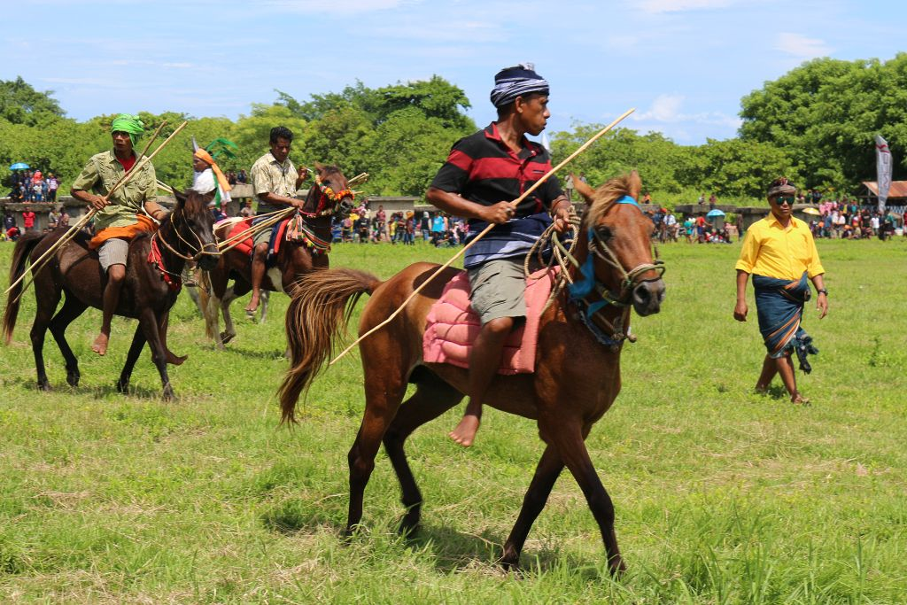 Pasola in Wainyapu auf Sumba, Indonesien